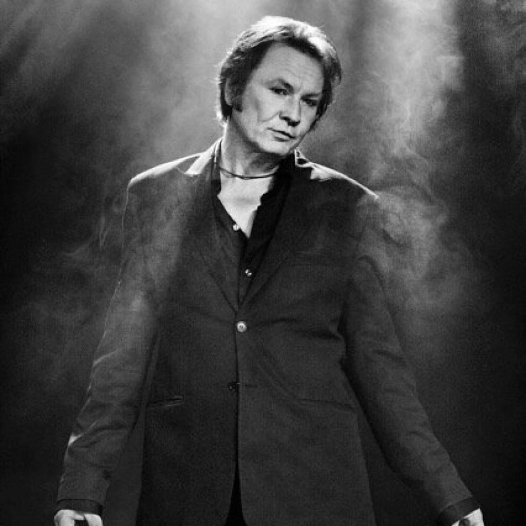 I 10 år frontet han bandet Midnight Choir, og i kraft av sin stemmeprakt satte han gruppa på det europeiske kartet.
