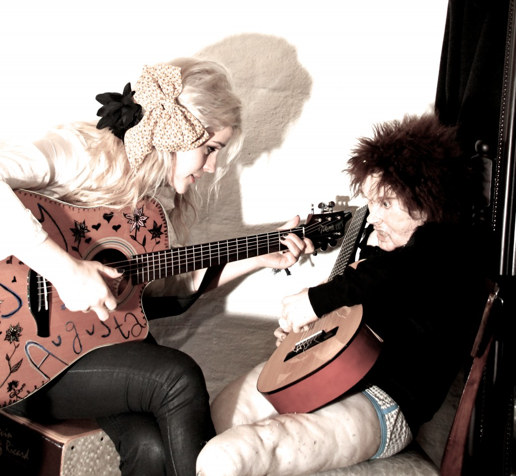 "Med låter som blant andre «Drit og dra"" og ""All your friends are dead"" gjorde Jenny Augusta seg godt bemerket på Norske talenter på TV2 høsten 2015..."